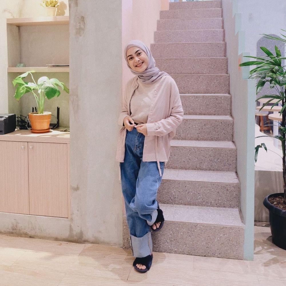 11 Ide OOTD Hijab ala Selebgram Dianty Annisa Bernuansa Nude, Kalem!