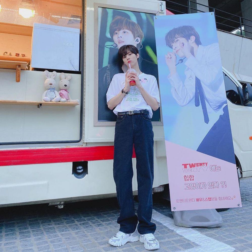 10 Potret Kim Woo Seok, Jadi Musisi di Web Drama 'Twenty Twenty'