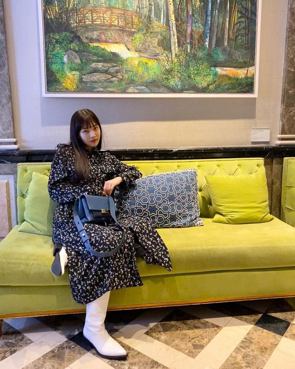 Edgy hingga Trendi, 10 OOTD Motif Joy Red Velvet yang Bisa Kamu Sontek