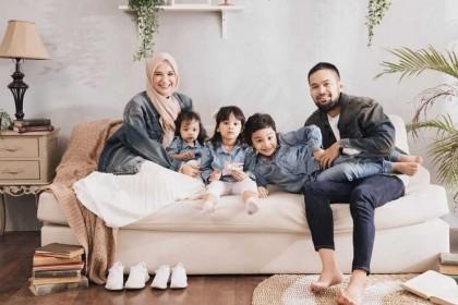 10 Potret Kompak Keluarga Teuku Wisnu Shireen Sungkar, Bikin Adem