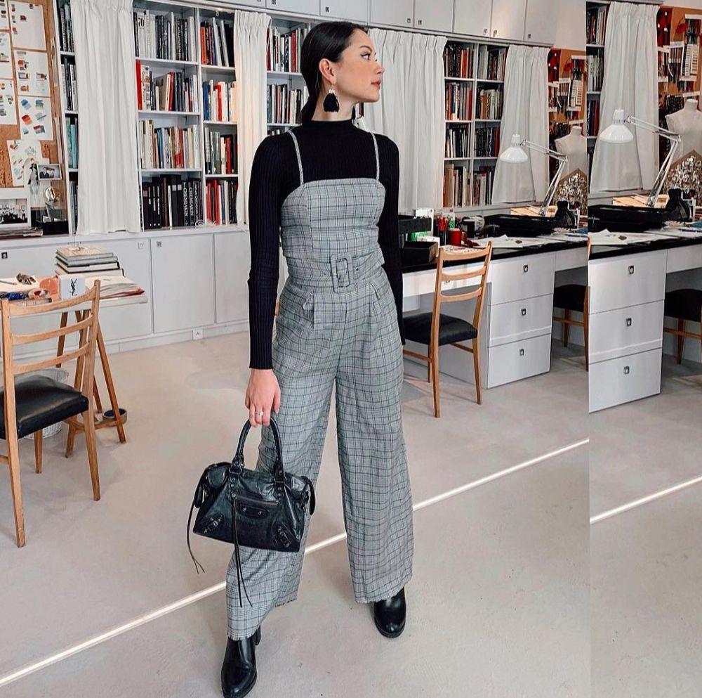 Elegan, Intip 10 Ide Mix and Match Outfit Hitam ala Alyssa Daguise
