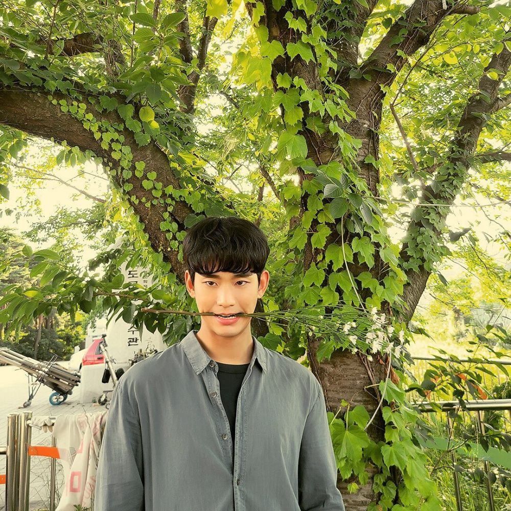 10 Momen Kocak Kim Soo Hyun di Balik Layar 'It's Okay to Not Be Okay'
