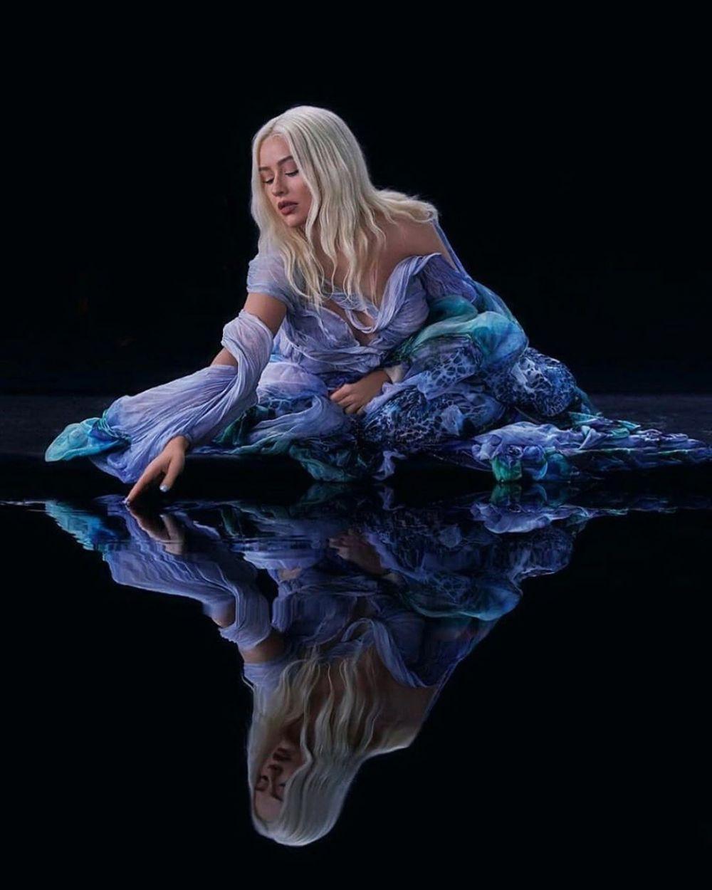 9 Fakta Iris van Herpen, Perancang Busana di MV Reflection OST Mulan