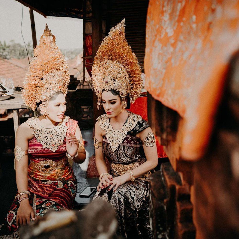 9 Potret Nora Alexandra, Istri Jerinx saat Gunakan Baju Adat Bali