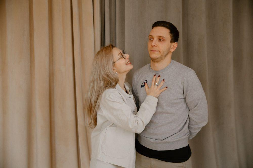 Pesimis Soal Cinta, 6 Zodiak yang Selalu Overthinking dalam Hubungan