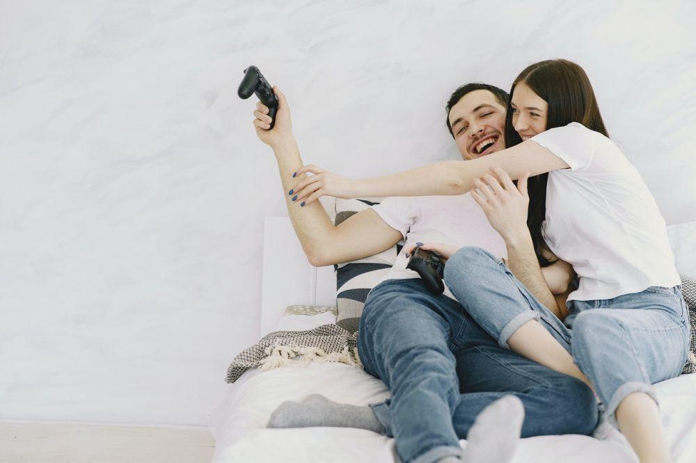 5 Alasan di Balik Susahnya Belajar Setia pada Pasangan, Gak Mudah Lho!