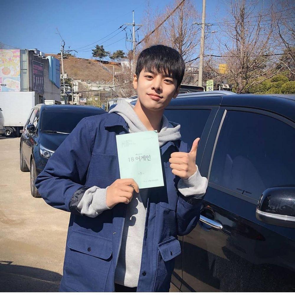 9 Pesona Ryeo Un, Aktor Muda Pemeran Hong Si Woo di Drama '18 Again'