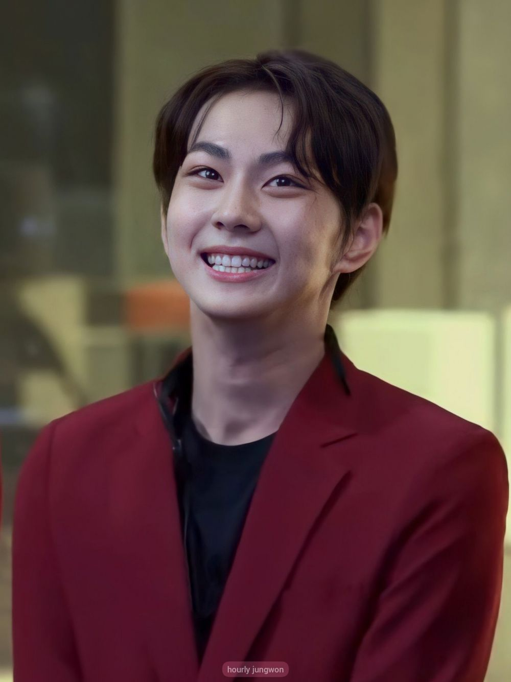 9 Potret Yang Jungwon ENHYPEN, Si Pemilik Lesung Pipit Menawan!