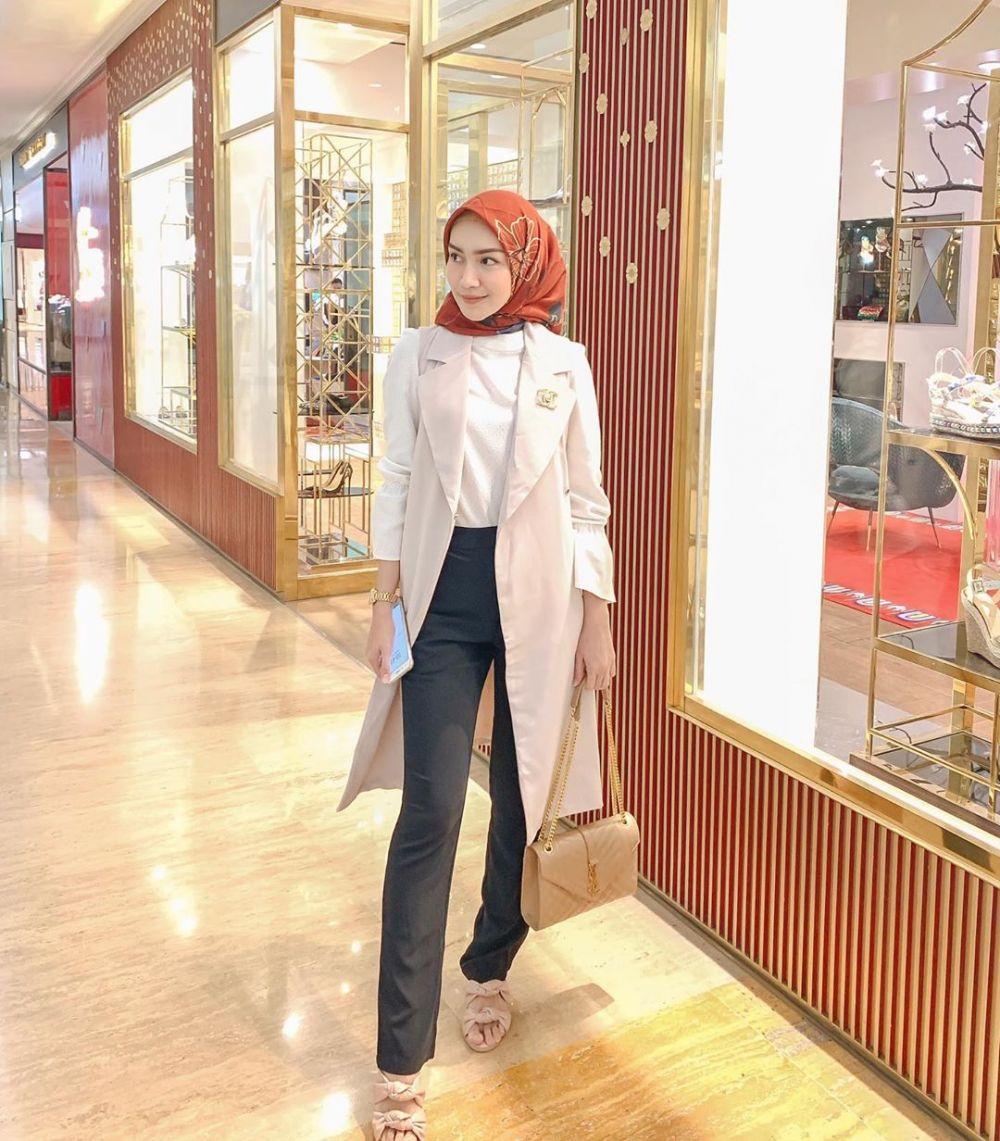 Fashionable, 10 Tampilan OOTD Melody Prima dengan Outerwear