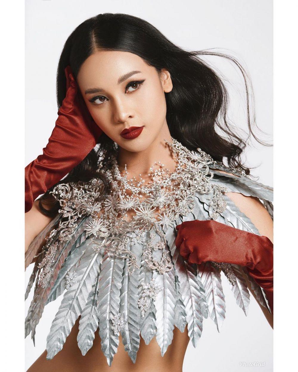 9 Potret Anya Geraldine dengan Lipstik Merah, Pesonanya Bikin Oleng!