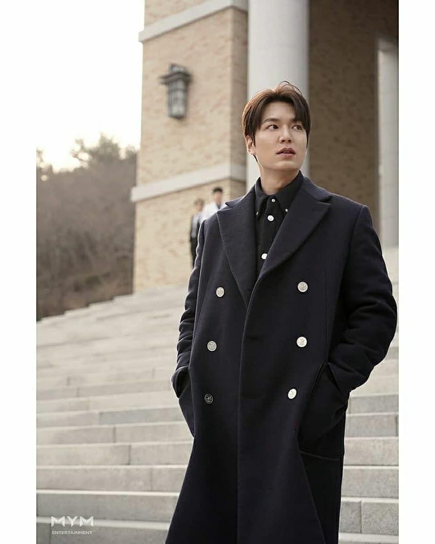 Fashionable, Ini 9 Potret Lee Min Ho yang Makin Gagah Pakai Coat