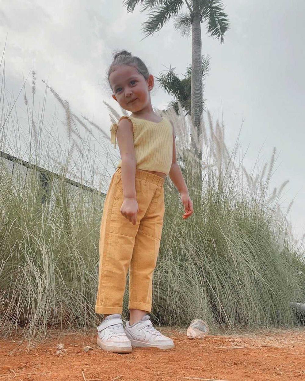 Supergemas! 9 Potret Kaiala, Putri Raquel Larkin yang Genap 3 Tahun