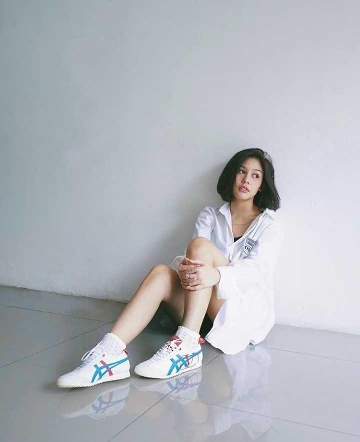9 OOTD dengan Sneakers ala Vanesha Prescilla, Menawan Tiap Kesempatan!
