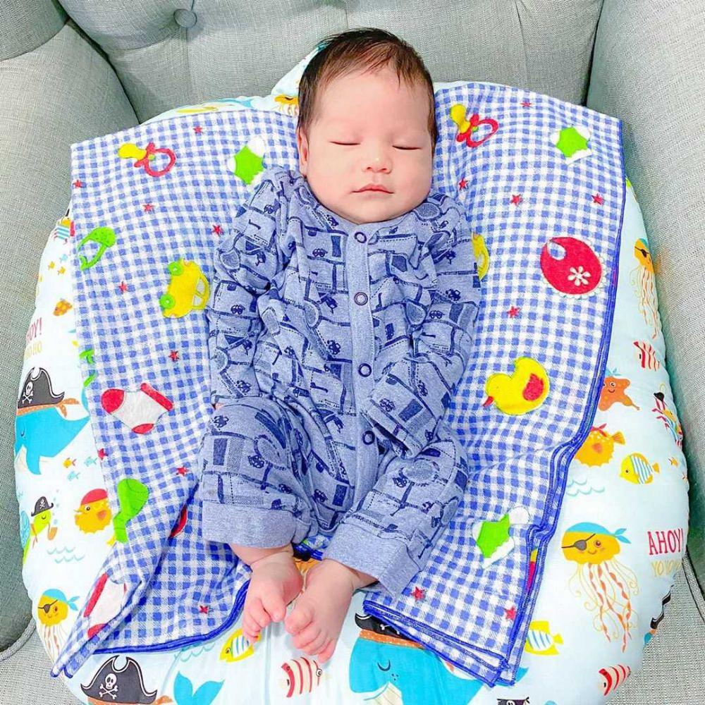 10 Potret Baby Khaleed, Putra Fadlan-Lyra yang Jadi Bungsu Kesayangan!