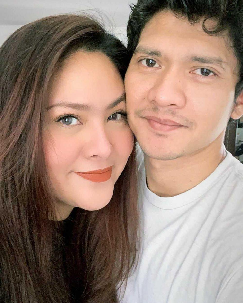 Delapan Tahun Menikah, 9 Potret Romantis Audy Item dan Iko Uwais