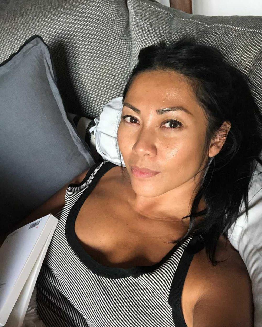 9 Pesona Anggun C. Sasmi yang Tampak Awet Muda di Usia 46 Tahun