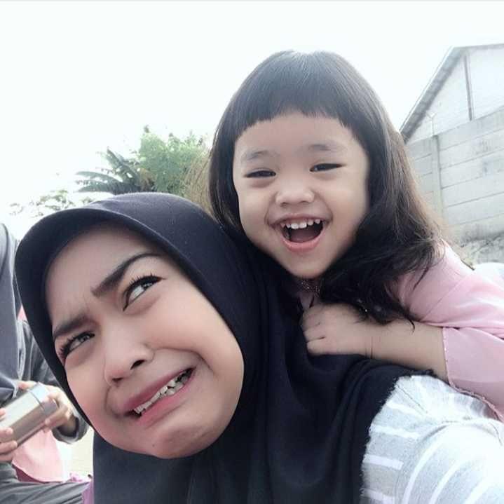 10 Momen Kedekatan Ria Ricis dengan Maryam, Putri Oki Setiana Dewi