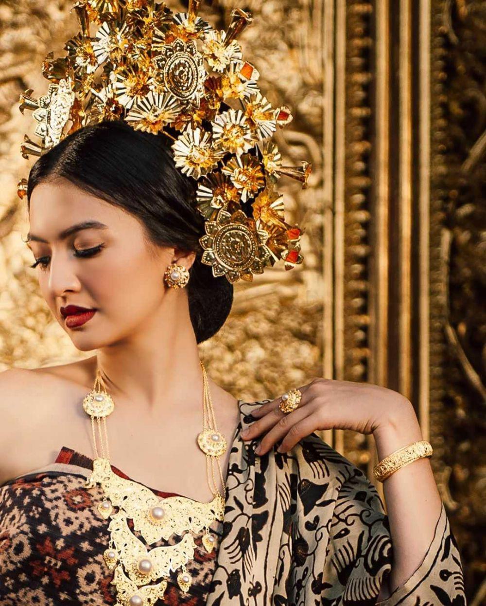 9 Potret Anggun Raline Shah Saat Kenakan Baju Adat Bali, Makin Menawan