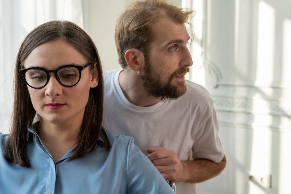 Hati-hati, Ini 7 Tanda Jika Pasangan Mulai Mengendalikanmu