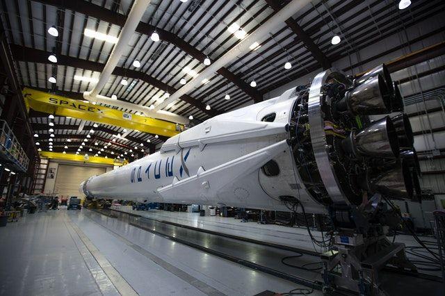 SpaceX Menang Kontrak NASA untuk Misi ke Bulannya Jupiter