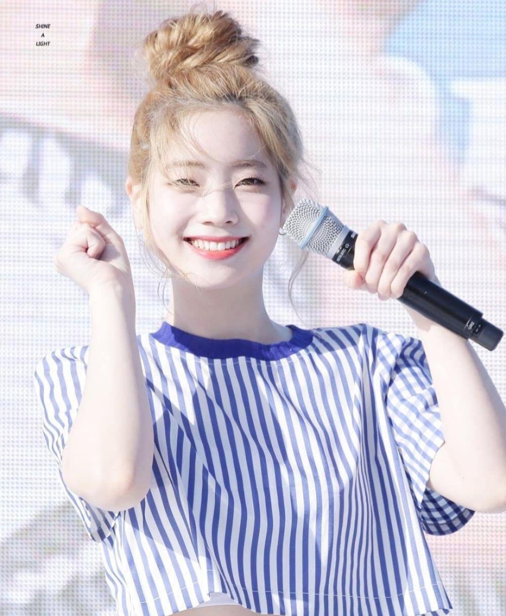 9 Potret Dahyun TWICE dengan Eye Smile, Awas Gagal Fokus!