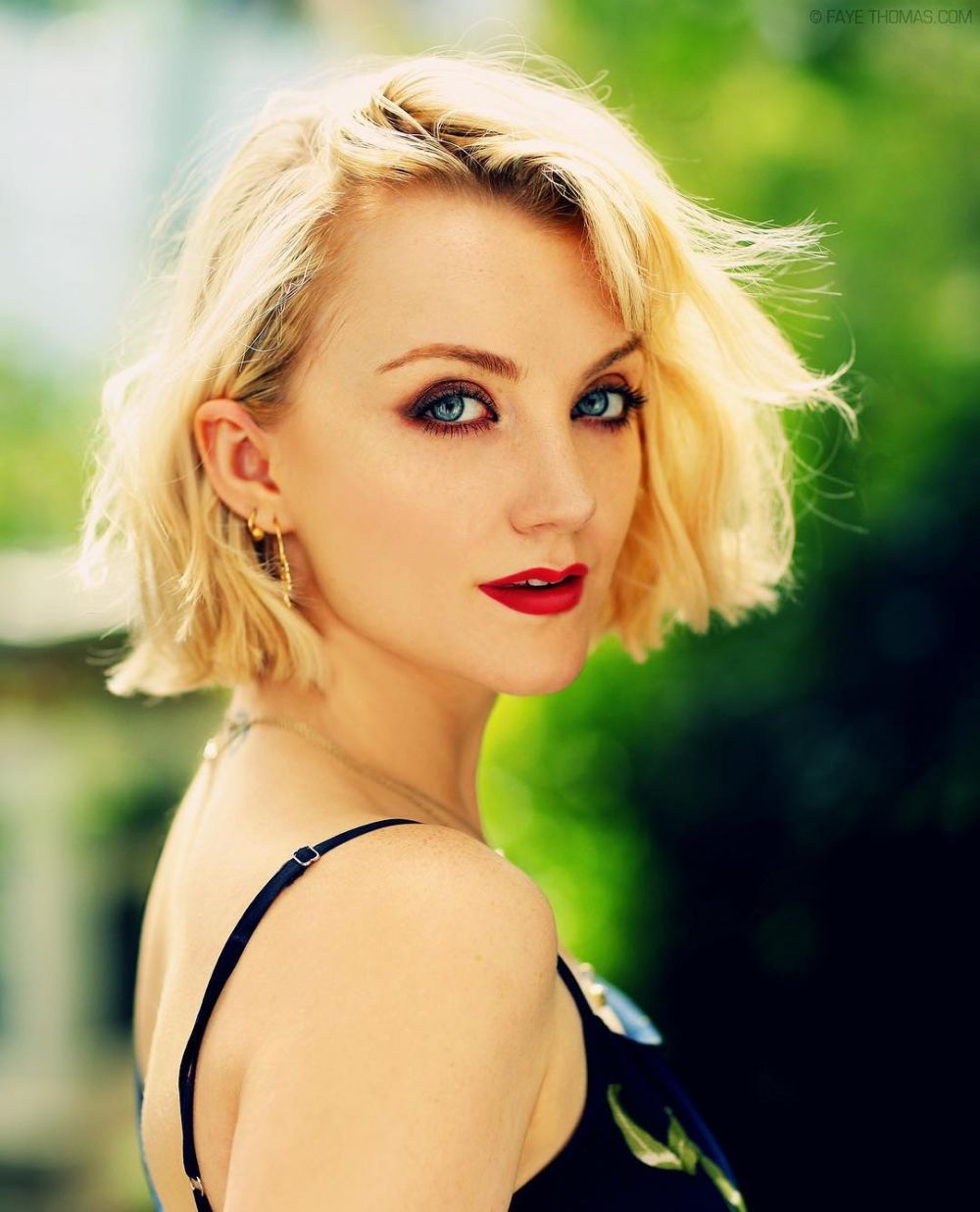 9 Potret Terbaru Evanna Lynch, Pemeran Luna Lovegood di Harry Potter