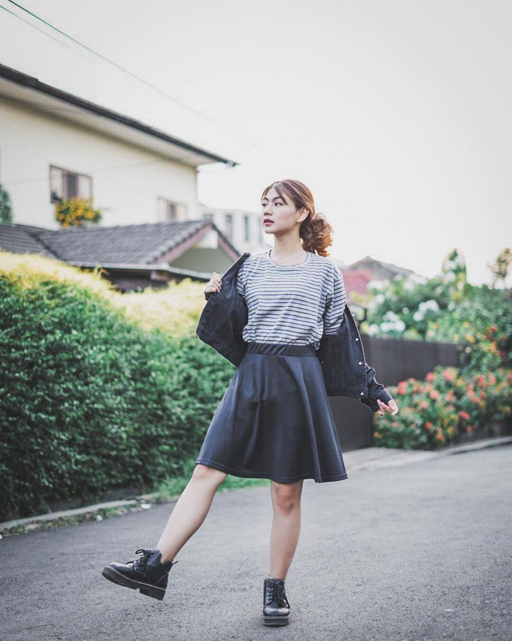 9 Ide Outfit dengan Bawahan Rok ala Selebgram Adinda Putri