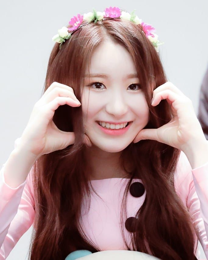 10 Potret Manis Chaeyeon IZ*ONE Pakai Headwear, Cute Abis!
