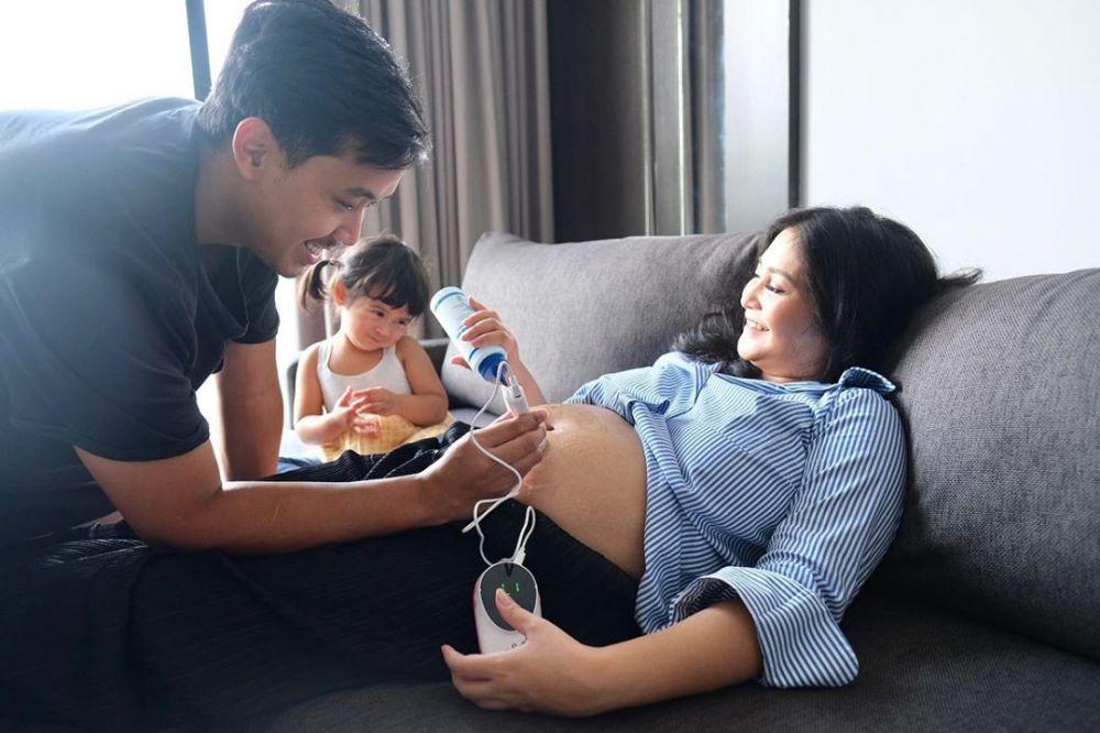 10 Potret Kehamilan Kedua Caca Tengker, Bumil Manis dan Ceria!