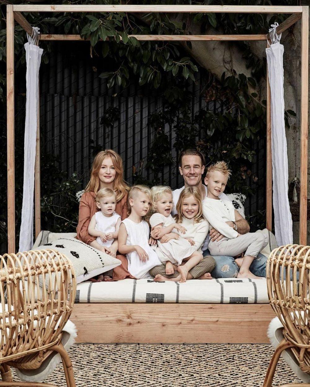Punya Lima Anak, 10 Potret Kompak James Van Der Beek dan Keluarga