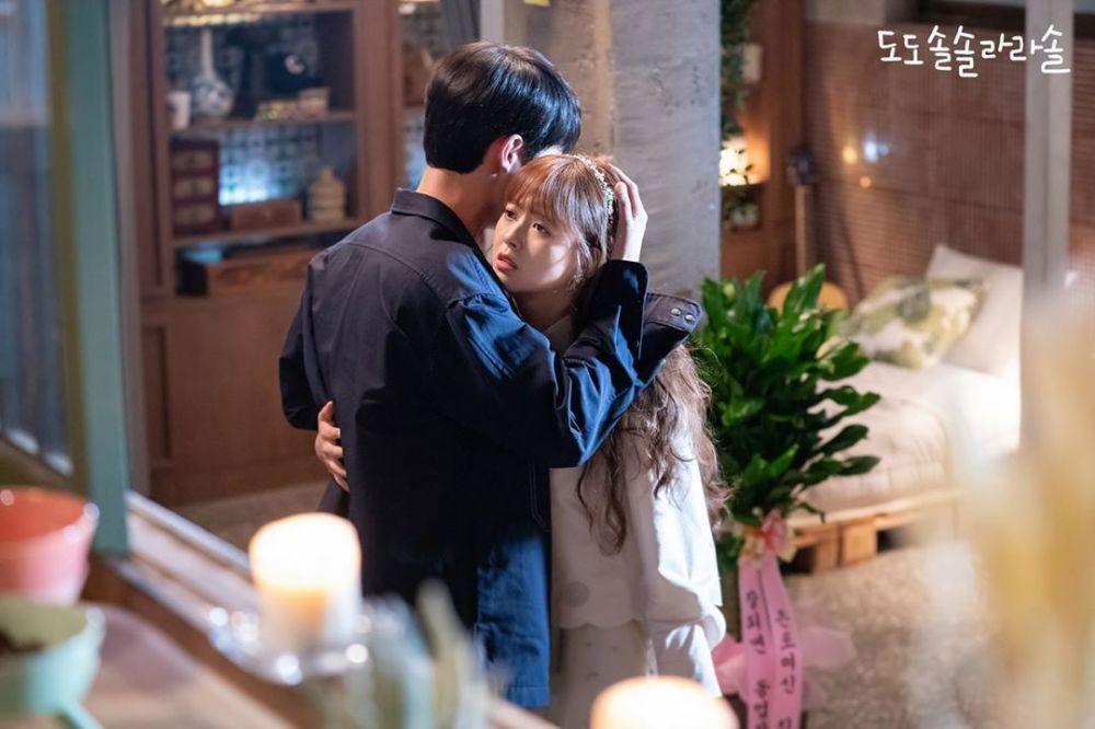 9 Potret Chemistry Lee Jae Wook & Go Ara di KDrama Do Do Sol La La Sol