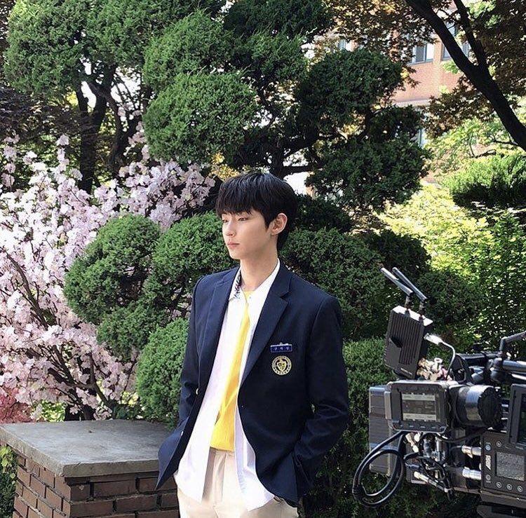 Segera 30 Tahun, 10 Pesona Hwang In Yeop Jadi Anak SMA di 18 Again