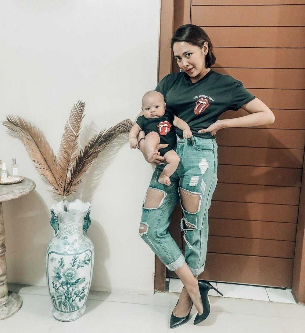 Hot Mama! 9 Potret Kece Nabila Faisal Usai Lahiran, Bugar Abis!
