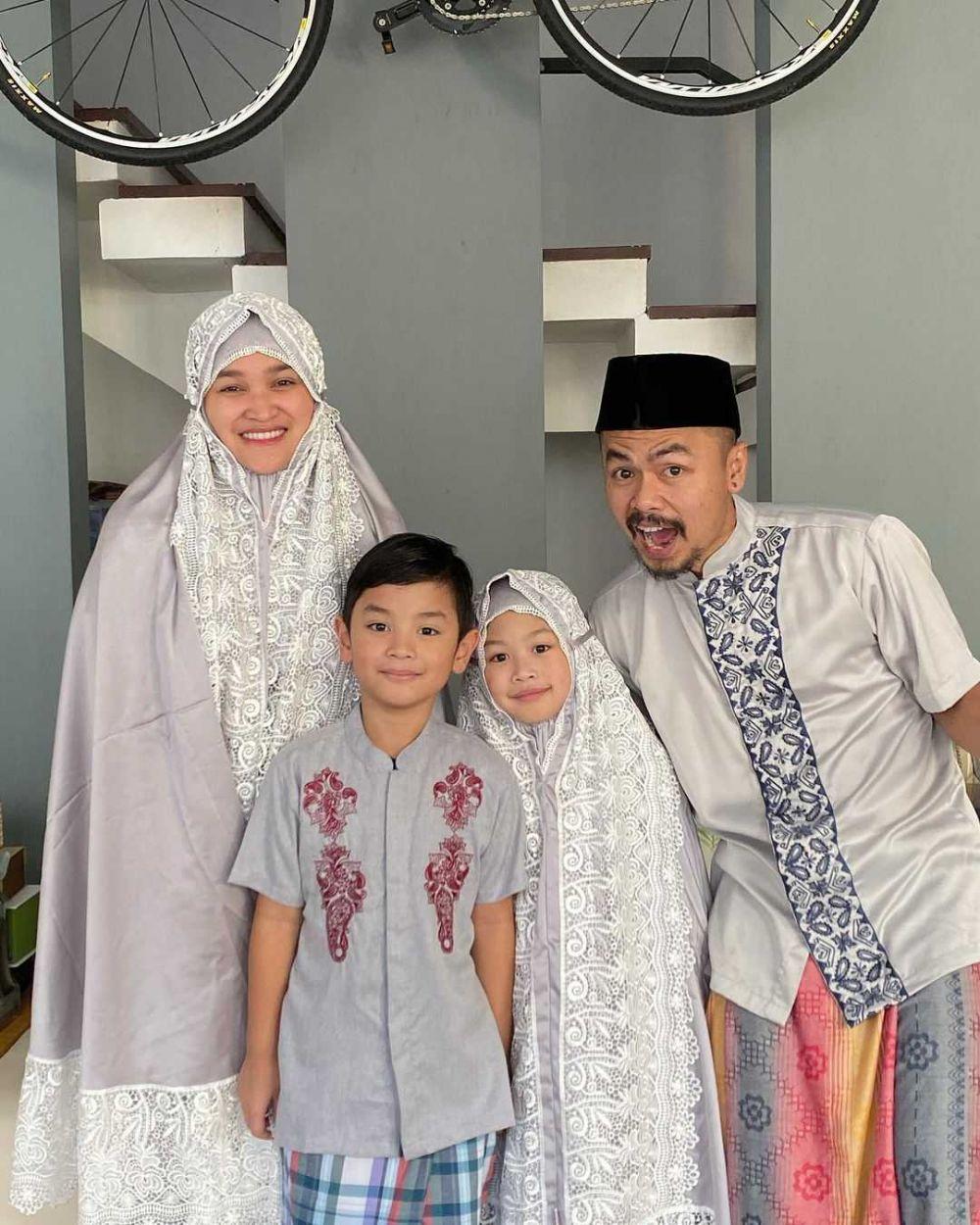 10 Potret Kompak Keluarga Kecil Wendi Cagur, Family Goals Banget!