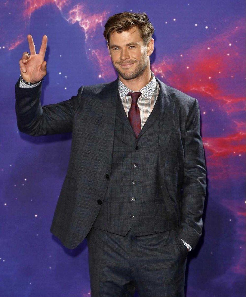 Gabung Spin-Off 'Mad Max', 9 Potret Chris Hemsworth yang Super Stylish