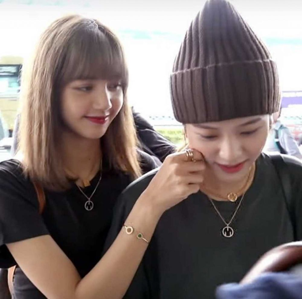 10 Momen Kompak Jisoo dan Lisa BLACKPINK, Friendship Goals!