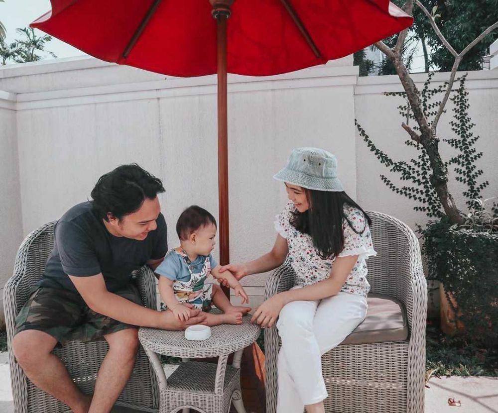 10 Potret Manis Keluarga Kecil Christy eks Cherrybelle, Bahagia Banget