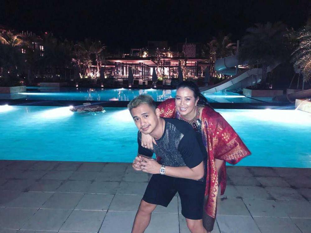 Satu Tahun Menikah, Ini 10 Momen Kebersamaan Ajun Perwira dan Istri