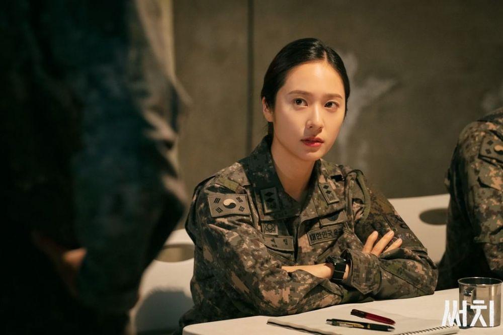 10 Adu Pesona Krystal di Film 'More Than Family' dan KDrama 'Search'