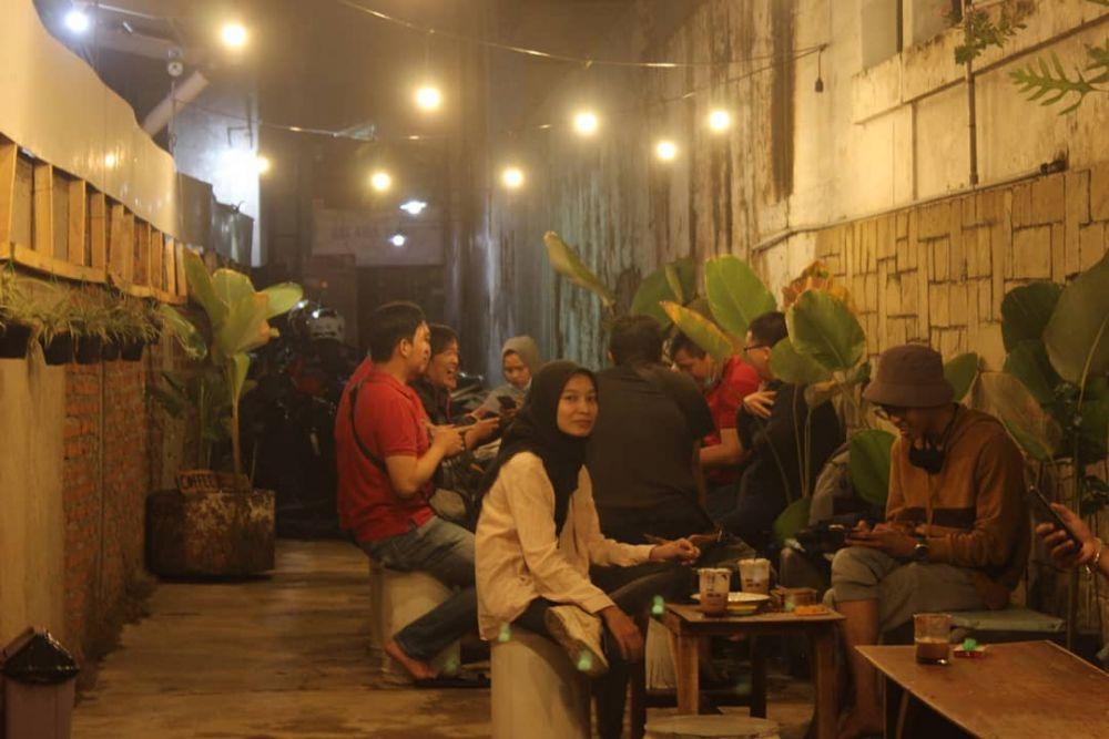 10 Kafe Unik di Bandung,Ada yang Masuk Gang Lho!