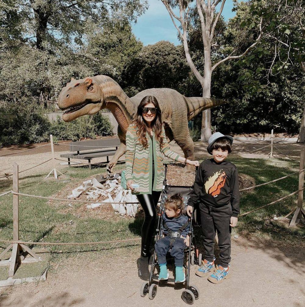 10 Momen Manis Carissa Puteri dan Buah Hatinya Main di Melbourne Zoo