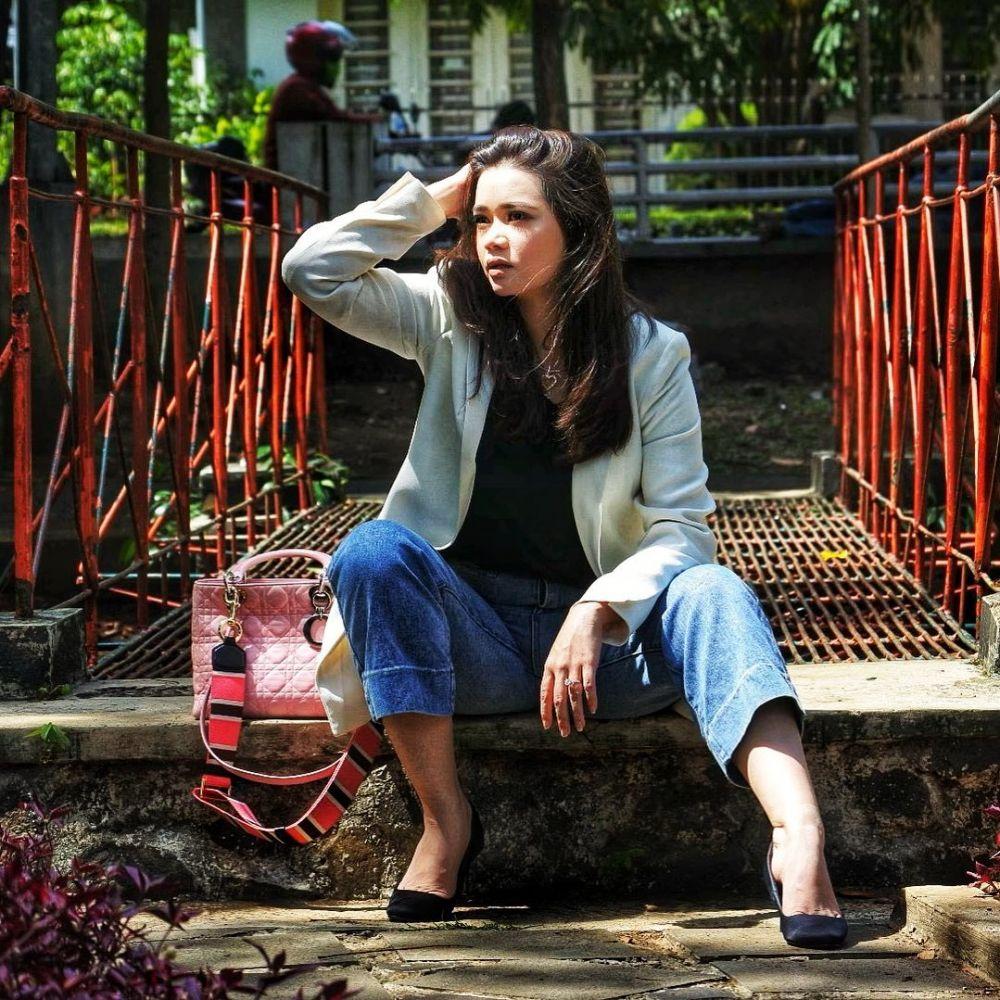 10 Potret Manis Olivia Allan, Wanita yang Dinikahi Denny Sumargo