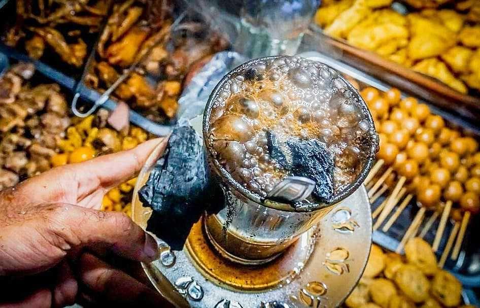 5 Rekomendasi Angkringan Kopi Joss di Jogja, Cara Minum Kopi yang Unik