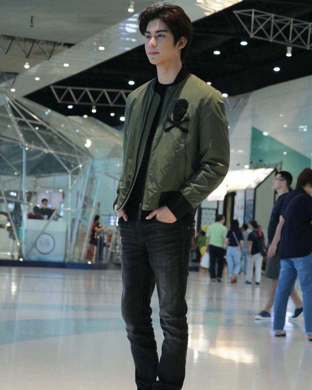 9 Ide Outfit Kencan ala Aktor Thailand August Vachiravit, Anti Ribet