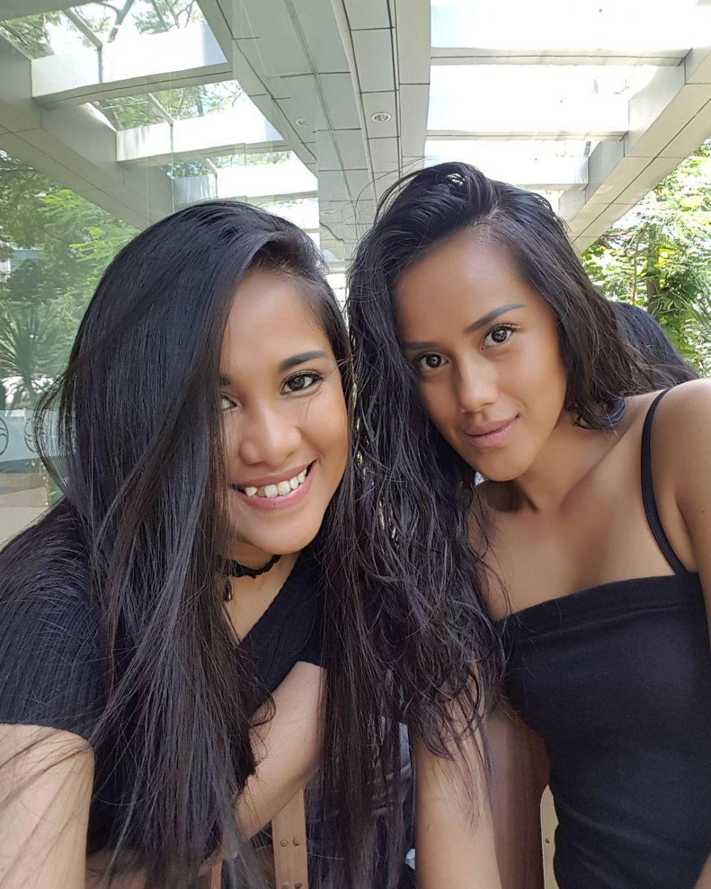 Bak Pinang Dibelah Dua, 10  Artis Kakak Adik Kerap Dikira Kembar
