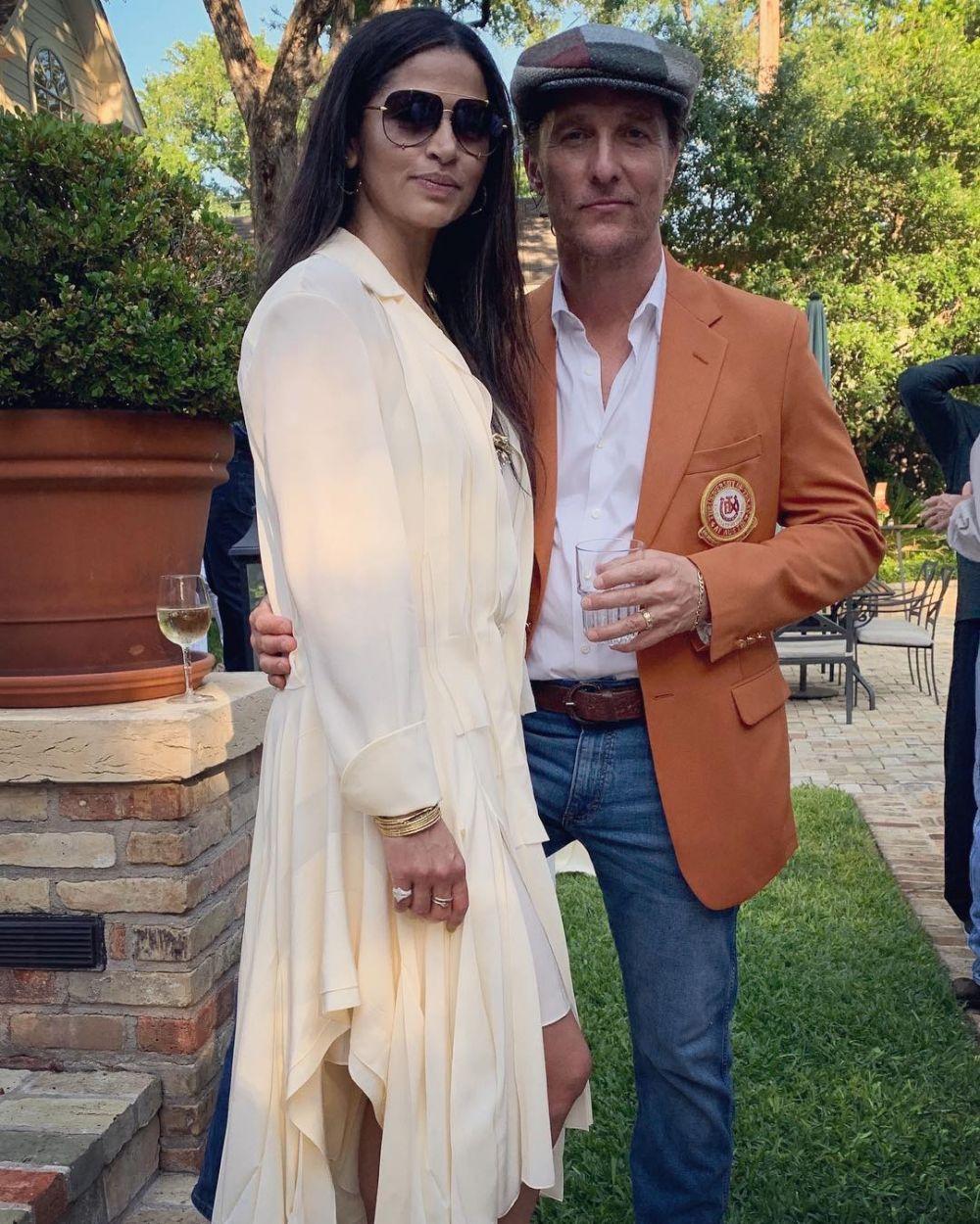 Terpaut 13 Tahun, 10 Potret Mesra Matthew McConaughey dan Camila Alves