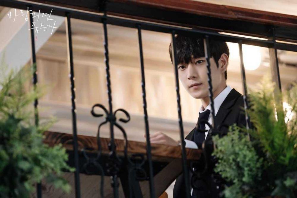 Bintangi 2 Drama Sekaligus, 9 Pesona Kim Young Dae yang Bikin Meleleh