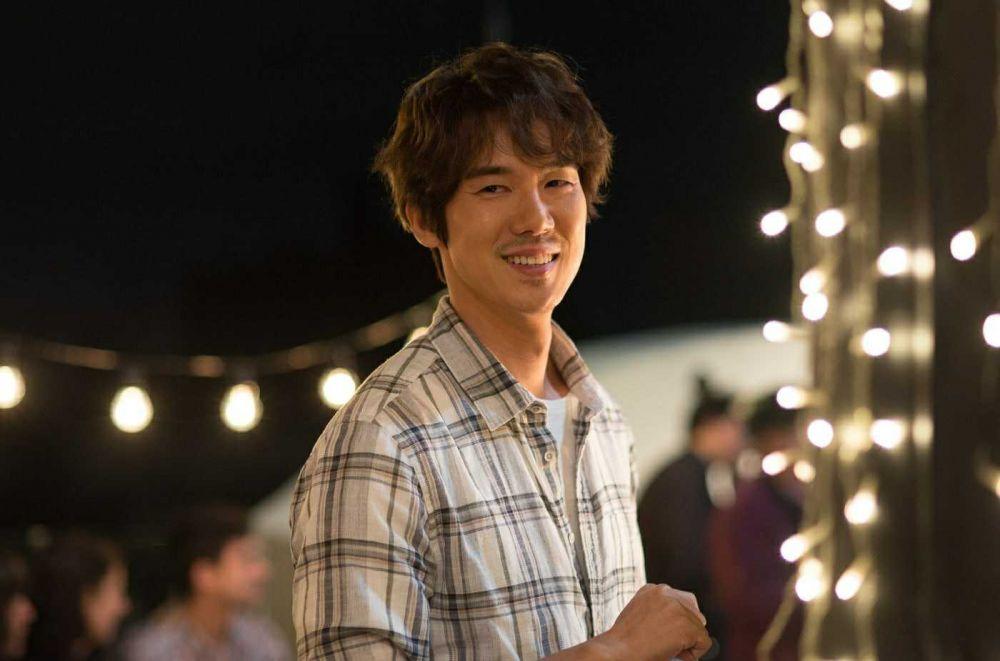 Genap 37 Tahun, 9 Potret Yoo Yeon Seok Pemain Hospital Playlist