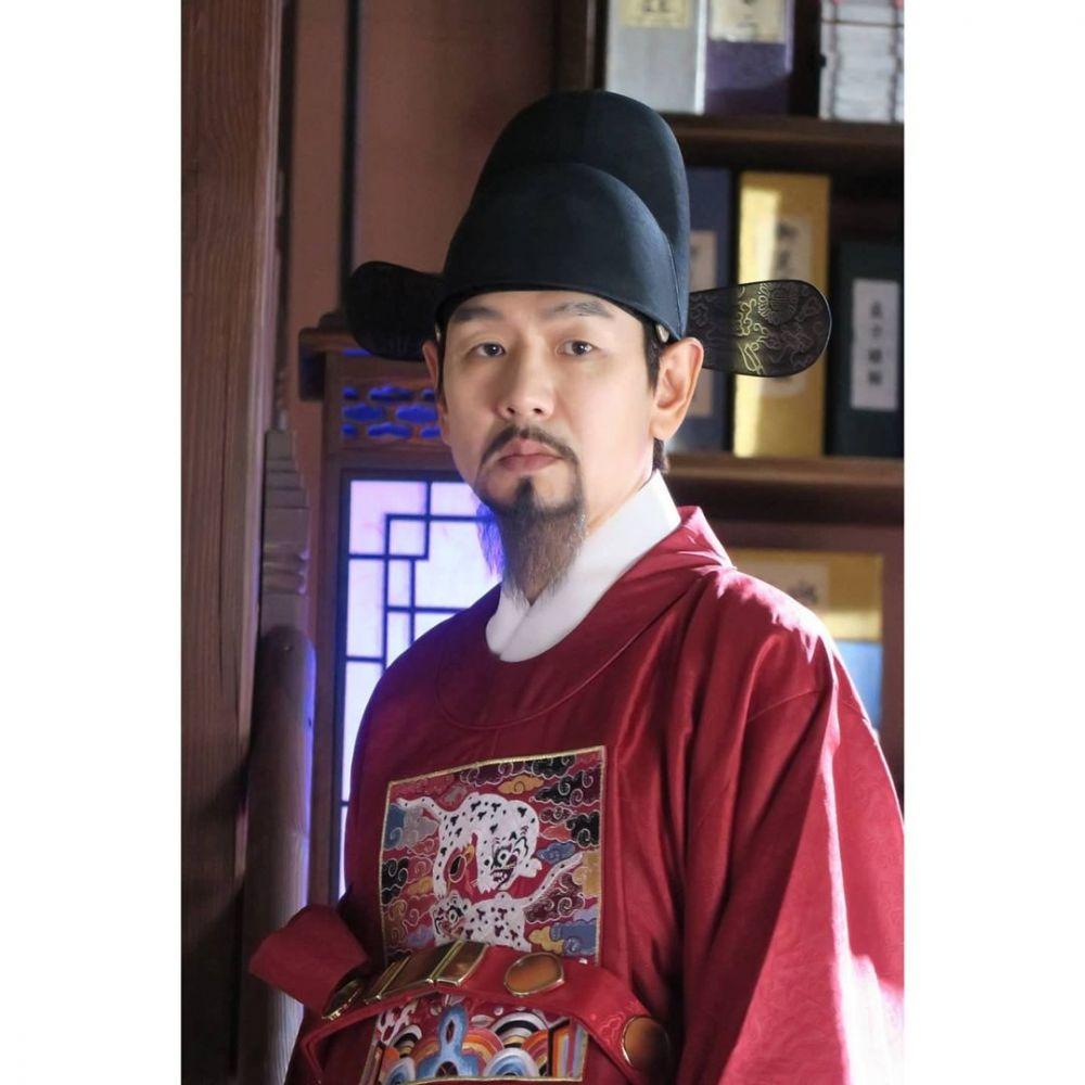 10 Potret Kim Tae Woo, Sosok Ambisius di KDrama 'Mr. Queen'