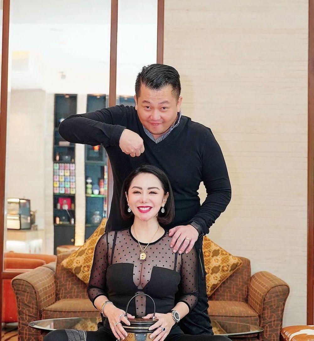 10 Foto Femmy Permatasari dan Suami Kian Mesra